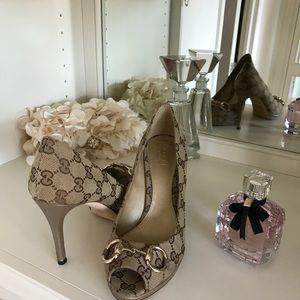 Size 71/2 Gucci shoes